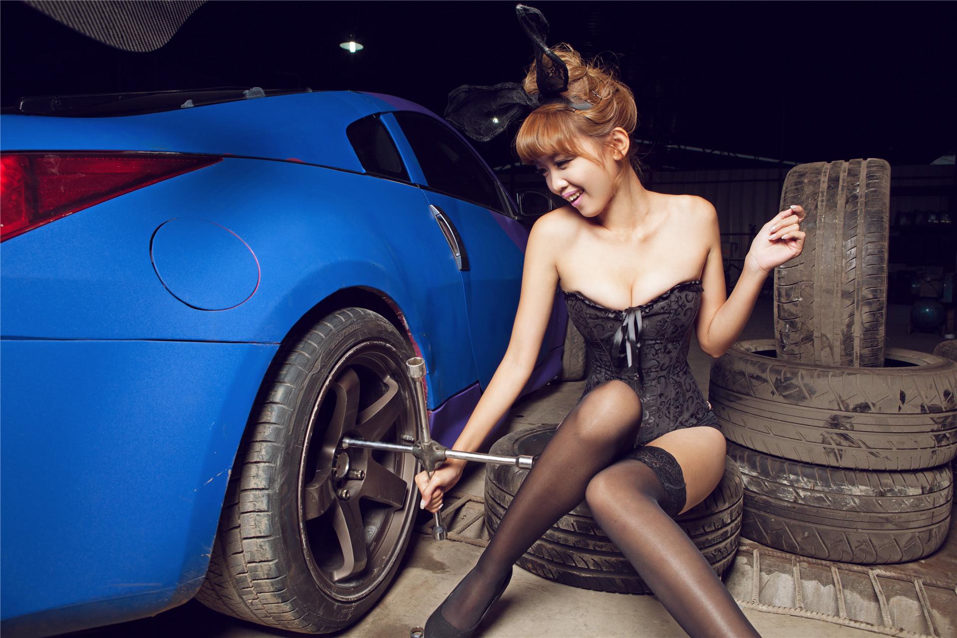 甜美性感兔女郎曾莹黑丝诱惑飘移王子350Z