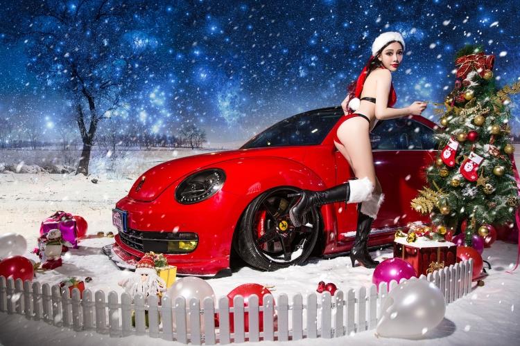圣诞夜火辣美女与萌车激情挑逗