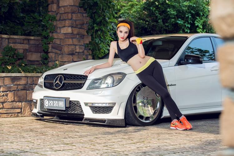 百变女郎伊彦的时尚改装奔驰座驾