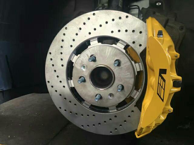 凯迪拉克ATS 升级CTSV 前六后四活塞鲍鱼 前370mm后365mm盘 18寸轮毂 原装位直接安装 现场作业