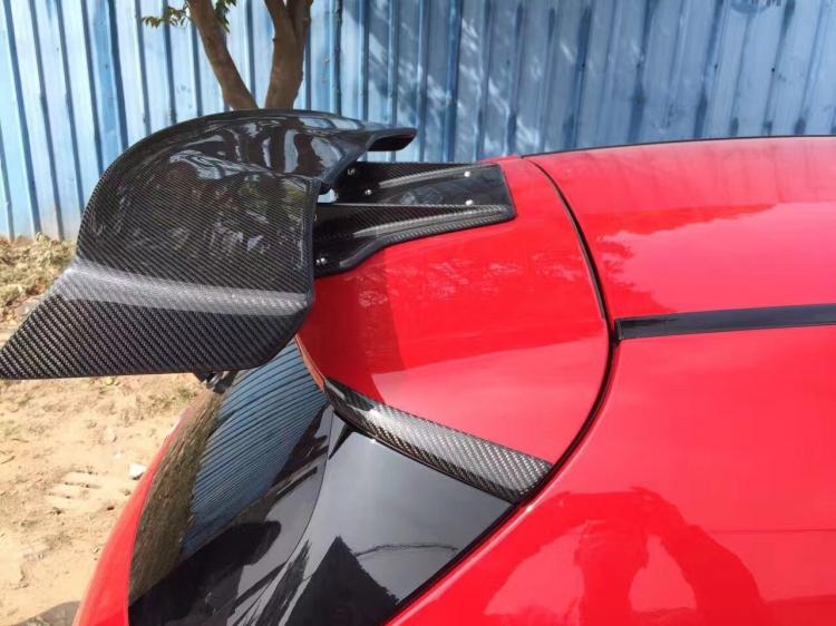 奔驰a级varis碳纤尾翼