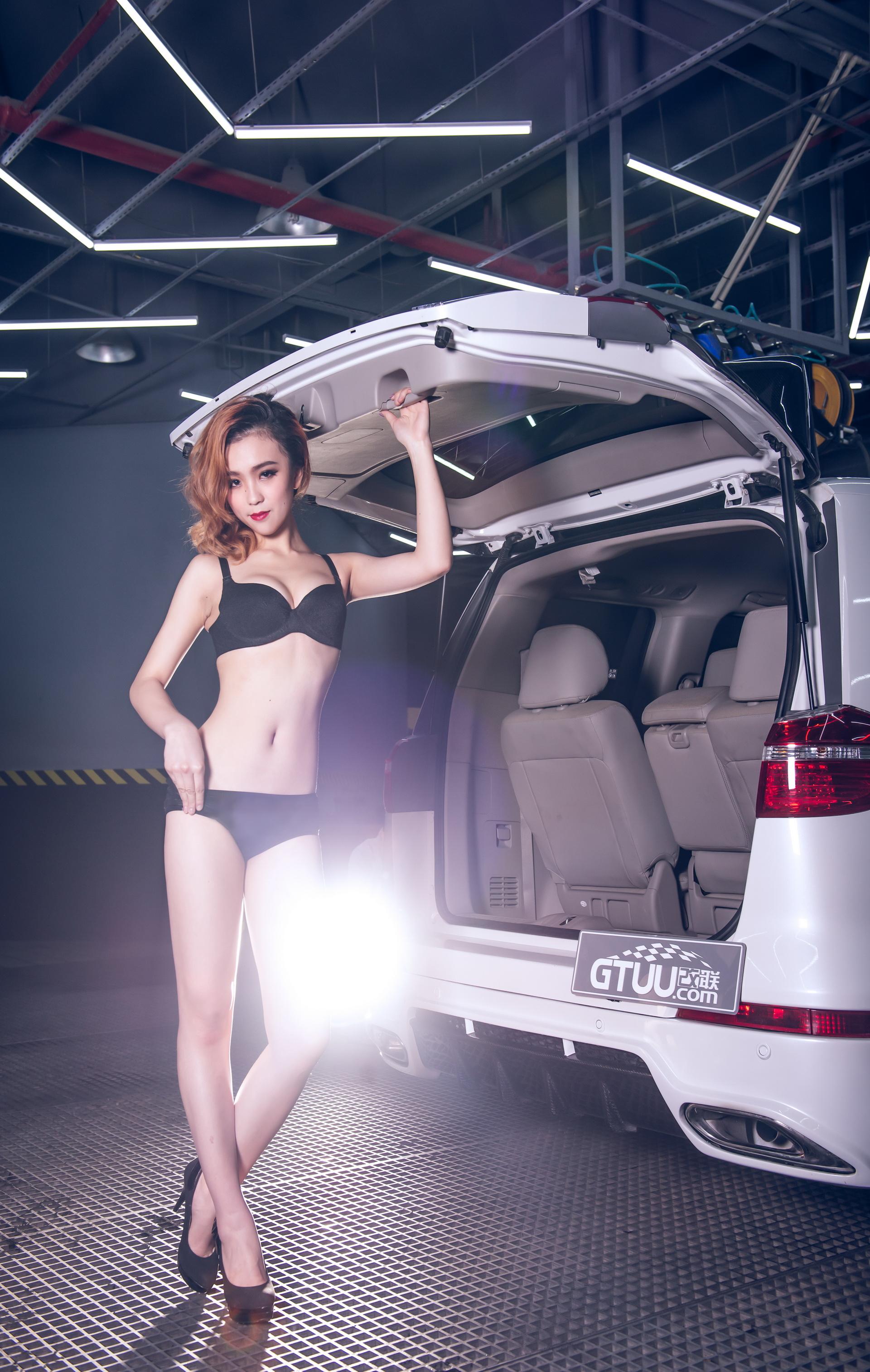 艳丽美女杨若蕾与VIP艾力绅上演湿身大片
