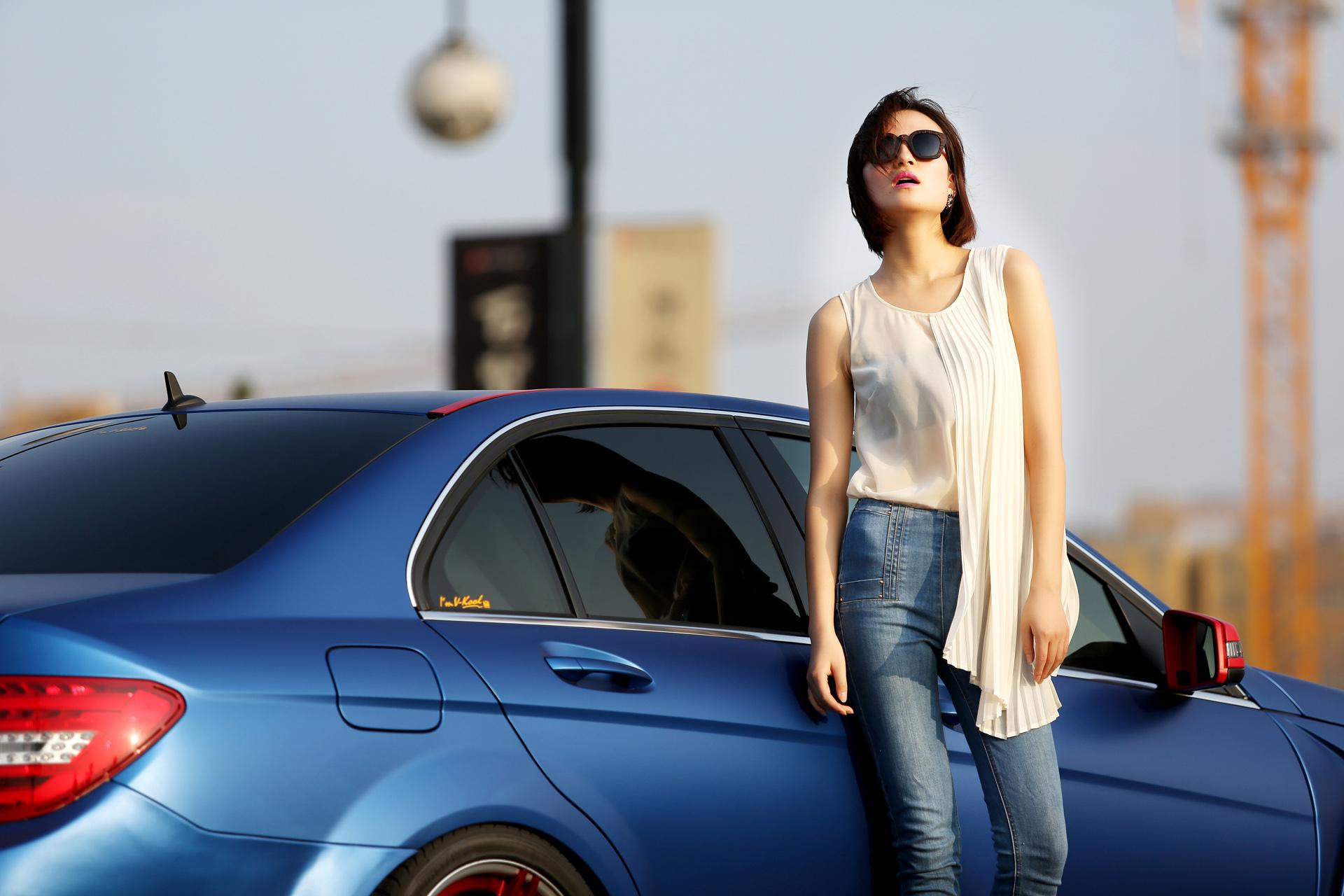 摩登时尚女郎用知性气质诠释改装生活