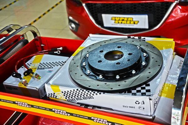 马自达昂克赛拉日常保养,更换安索签名版0W20机油,布雷博刹车油,布雷博刹车片,SRQ后加大刹车盘SRQ刹车钢喉。