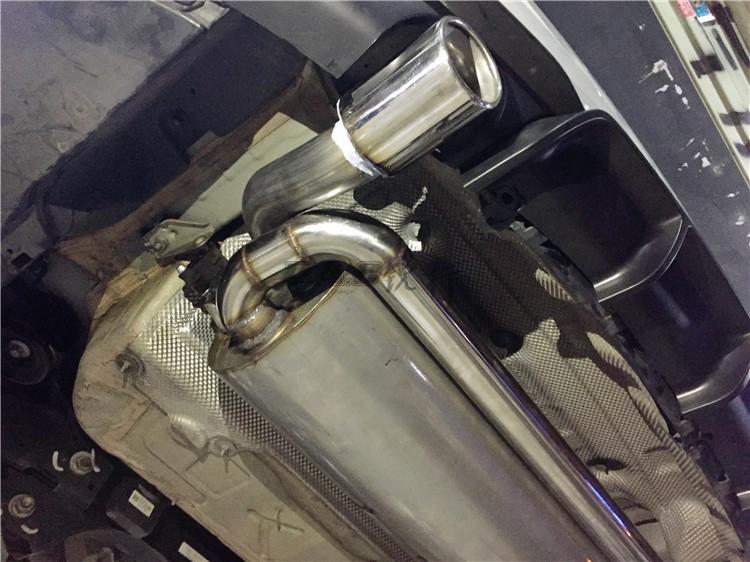 宝马320外观大改装MP尾段排气碳纤尾翼