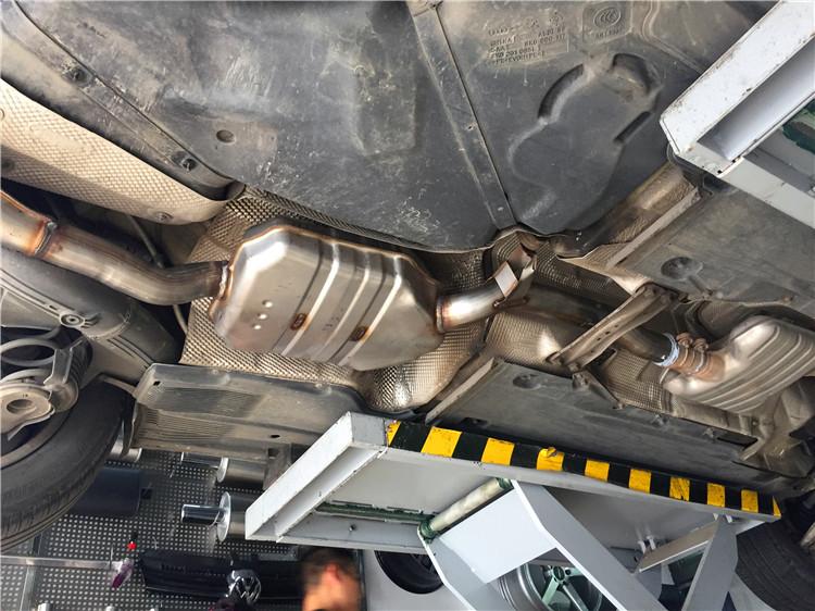 奥迪A4L改装四出中尾段排气S4中网后唇
