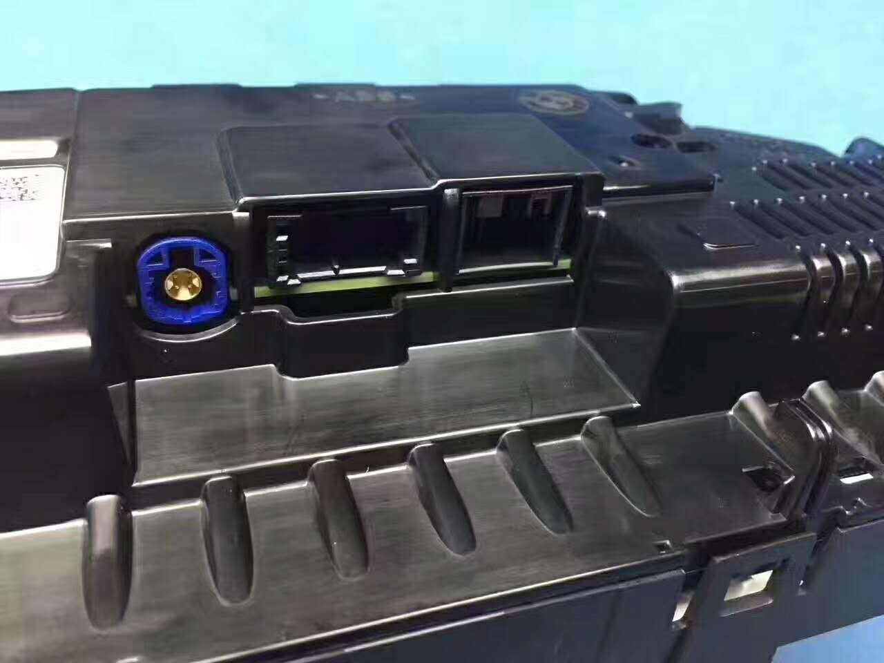深圳新款宝马3系升级原厂全新液晶仪表