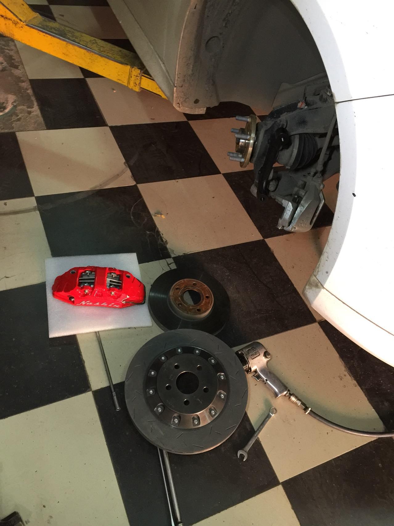 新福克斯改装Nashin N3大四活塞卡钳+345mm碟前刹车套装!