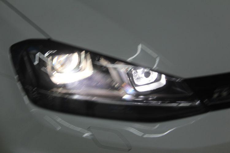 大众高尔夫7车灯改装蓝定制海拉五透镜