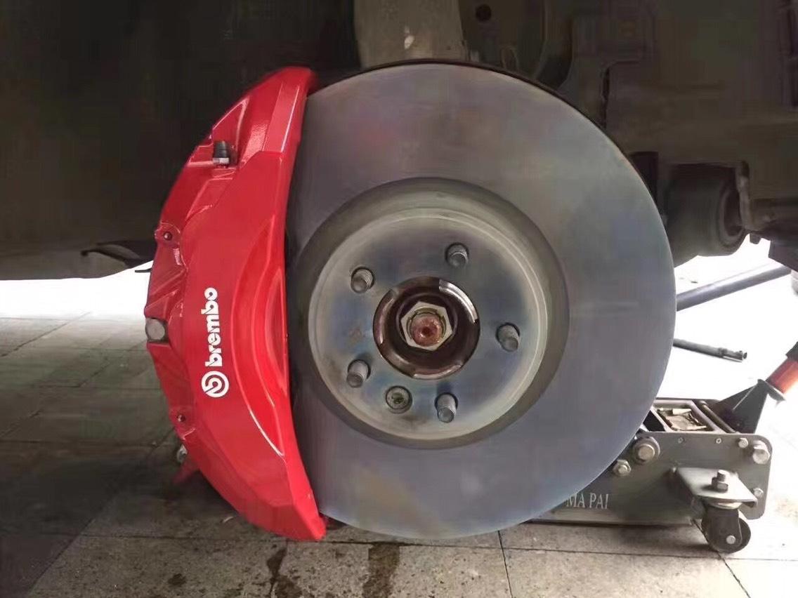 路虎揽胜升级5.0六活塞刹车 卡钳大只 搭配370一体盘 19寸轮毂可装
