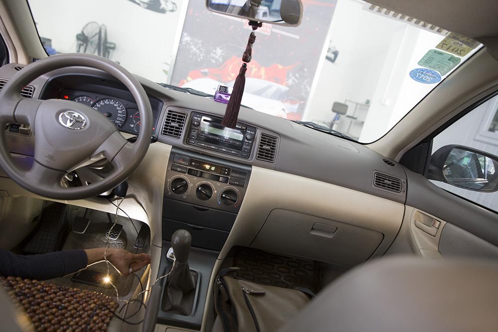 黑丝花冠动力升级,改装电子油门加速器