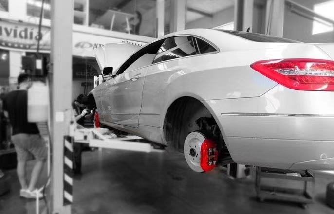 正品:原装进口刹车套装 车型:奔驰E 刹车升级AMG前6⃣️后4⃣️刹车套装,,完美融合!