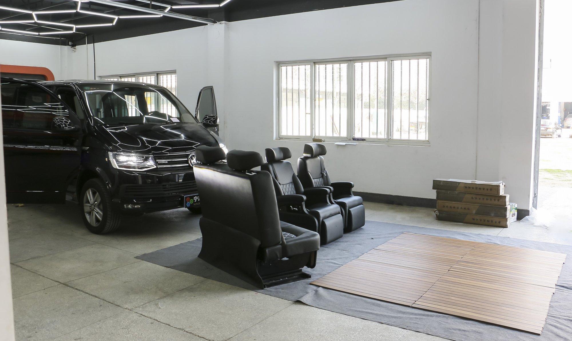 凯路威加装航空座椅、木地板、星空顶
