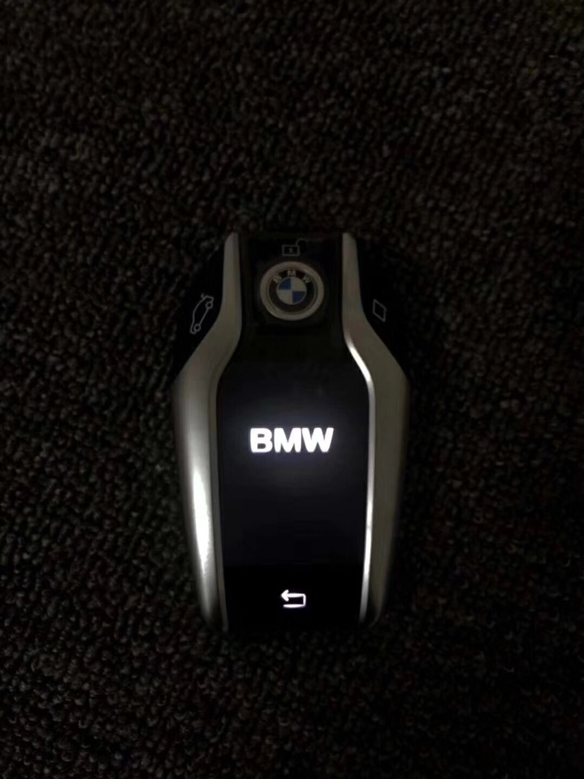 宝马 3/4系 MP LED赛道版方向盘 智能液晶钥匙 装车实例 效果远比你看到的要好