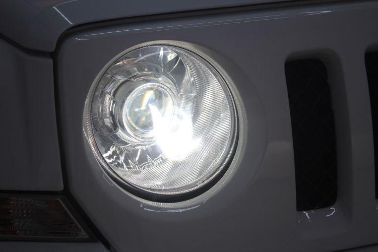 上海吉普自由光改装氙气大灯双光透镜