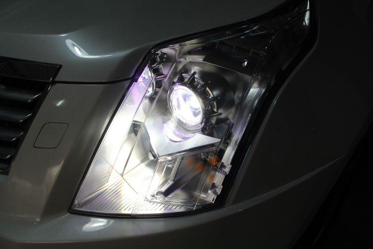 凯迪拉克SRX车灯改装氙气大灯紫色恶魔眼