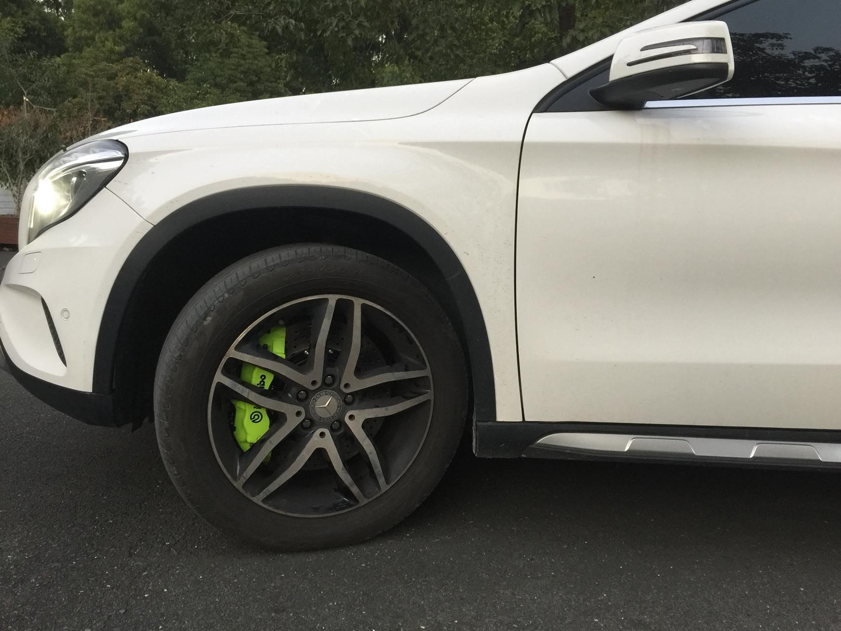 奔驰GLA原厂18寸轮毂升级Brembo 18Z六活塞刹车套件完工、
