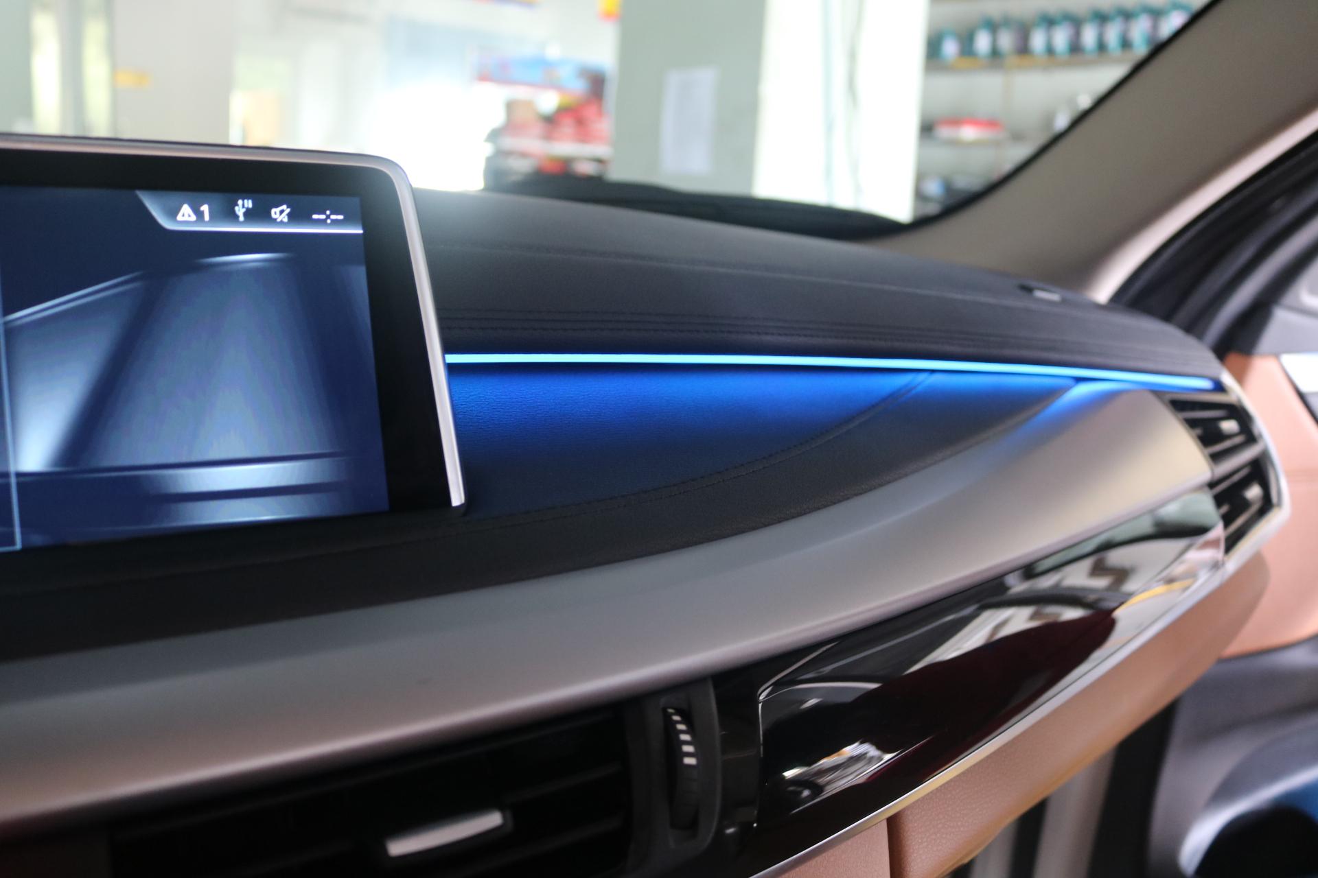 深圳新款宝马X6升级氛围灯,carplay。