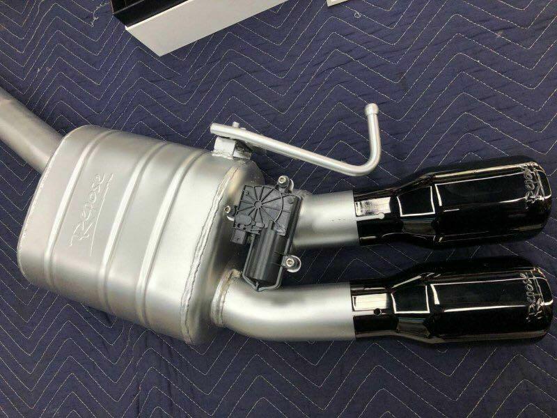 奥迪A8 3.0T改装repose四出中尾段电子阀门排气