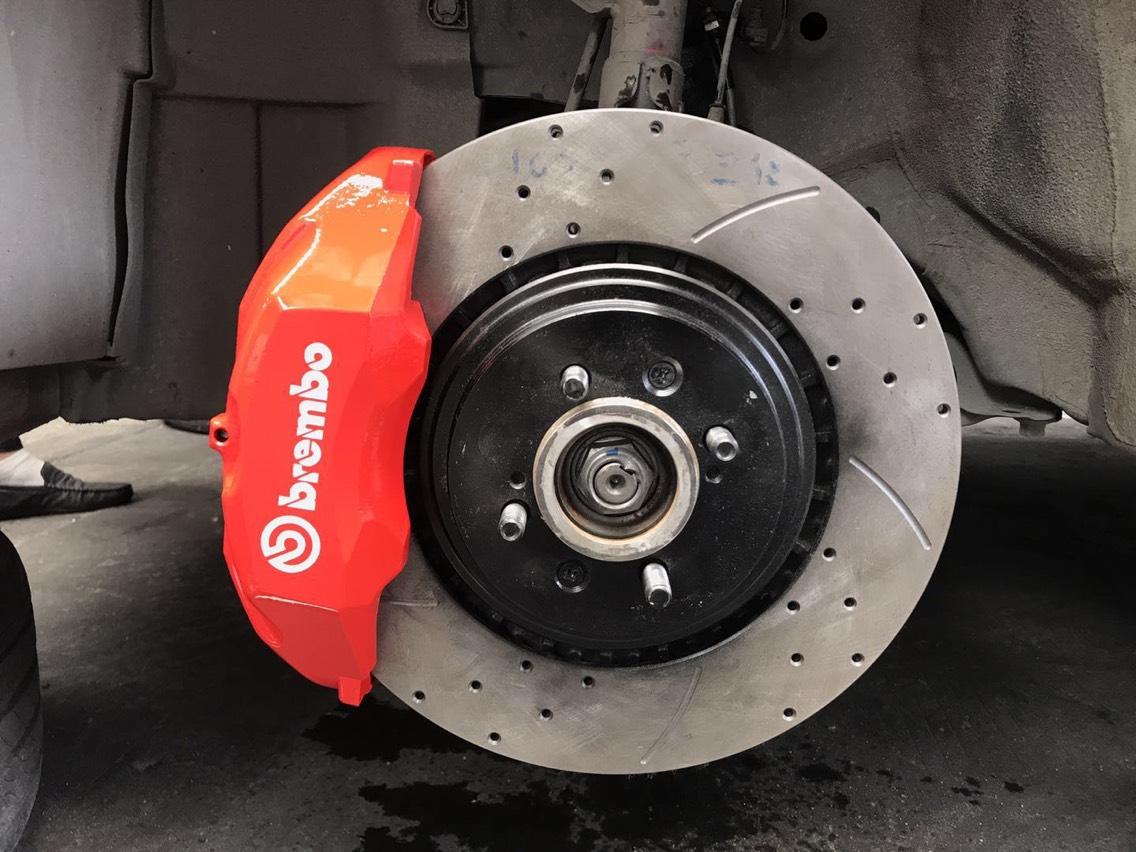 本田飞度 Gk5 17寸改装轮毂 升级刹车制动系统 现场施工