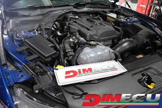 【顶速ECU全国连锁】 升级车型: 野马 2.3T 原厂数据:  314匹   434扭矩 顶速数据:  407匹   584扭矩 升级效果:     狂暴的加速感受 有这拉风的造型就应该有Dimecu程序加持。