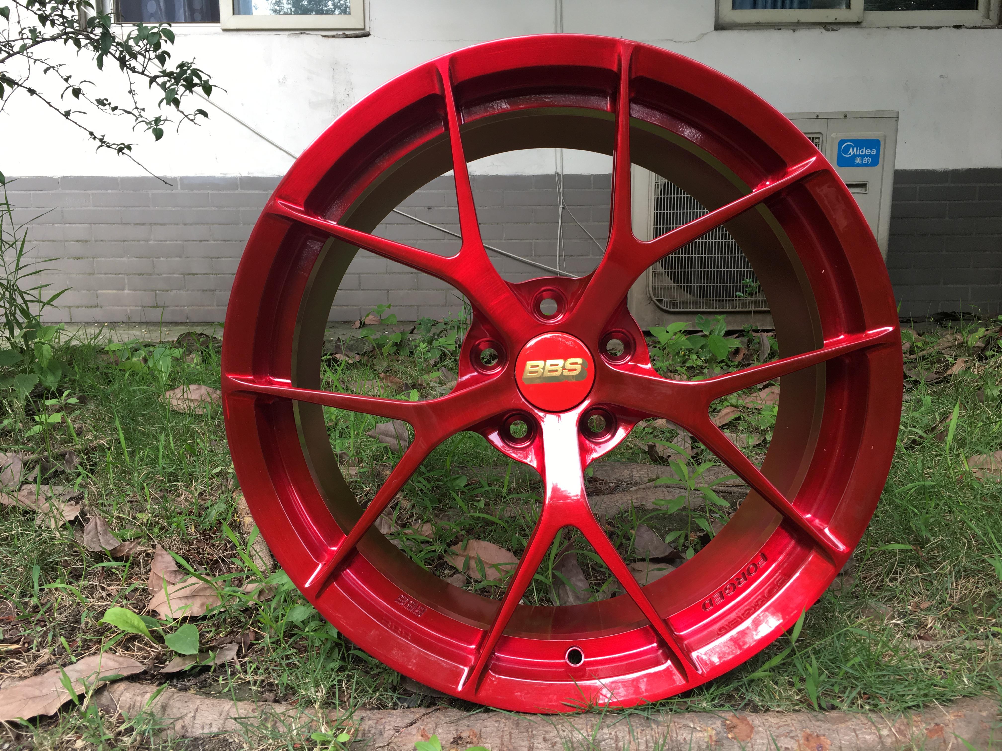 宝马3系定制19寸迪威特锻造轮毂糖果红