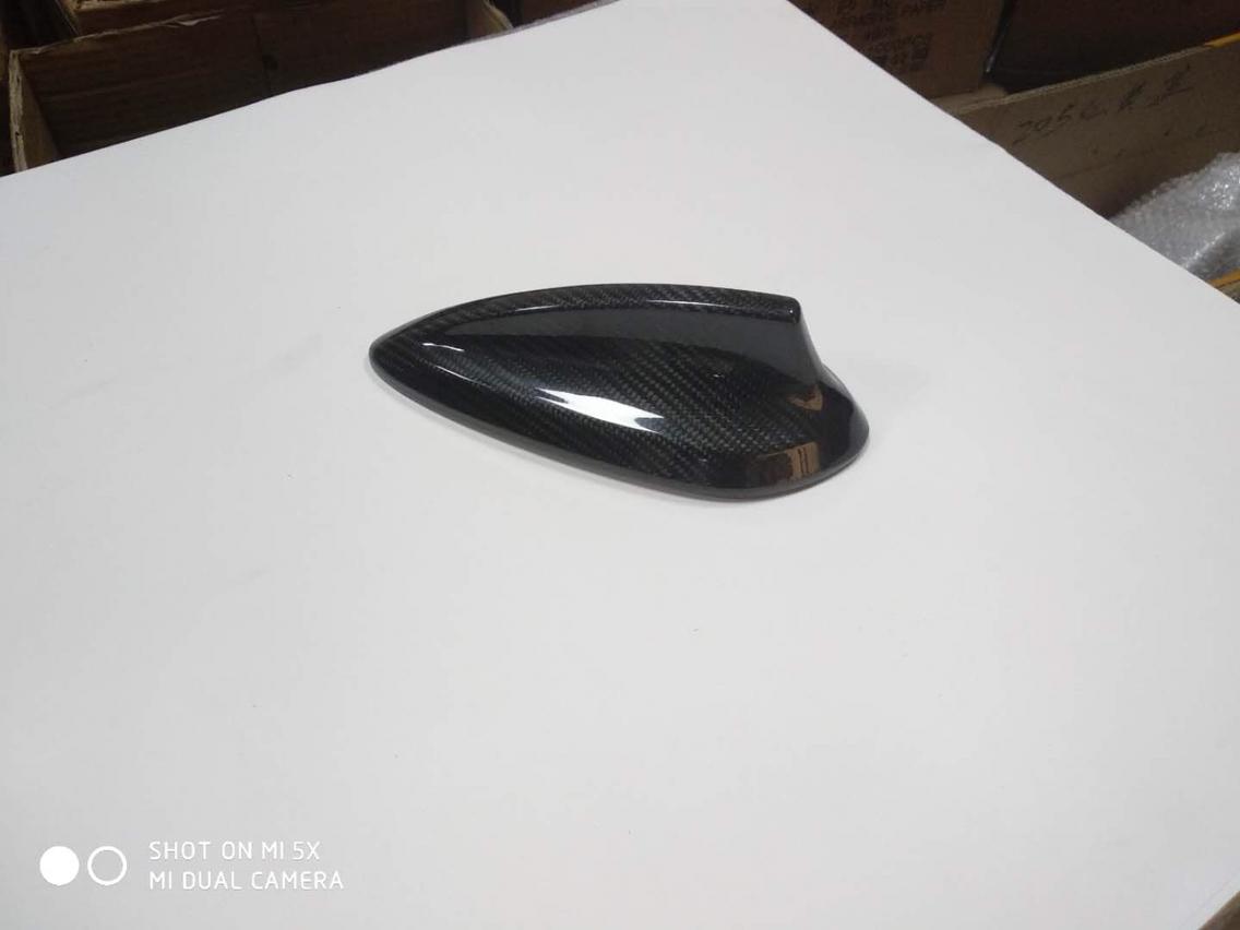 宝马1系三厢改装碳纤维鲨鱼鳍 V:Joca888