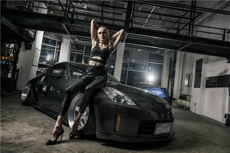 暗黑350Z邂逅冷面女郎 力量感爆棚