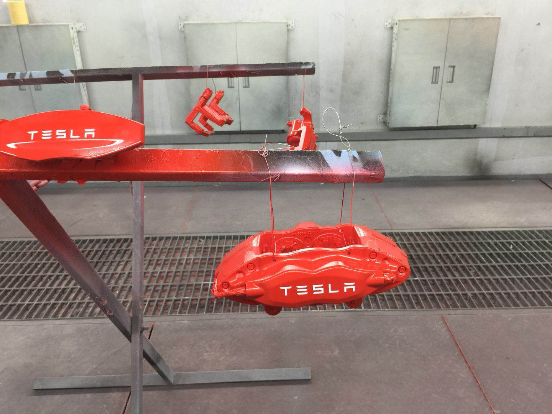 特斯拉-钳改色喷漆亮红