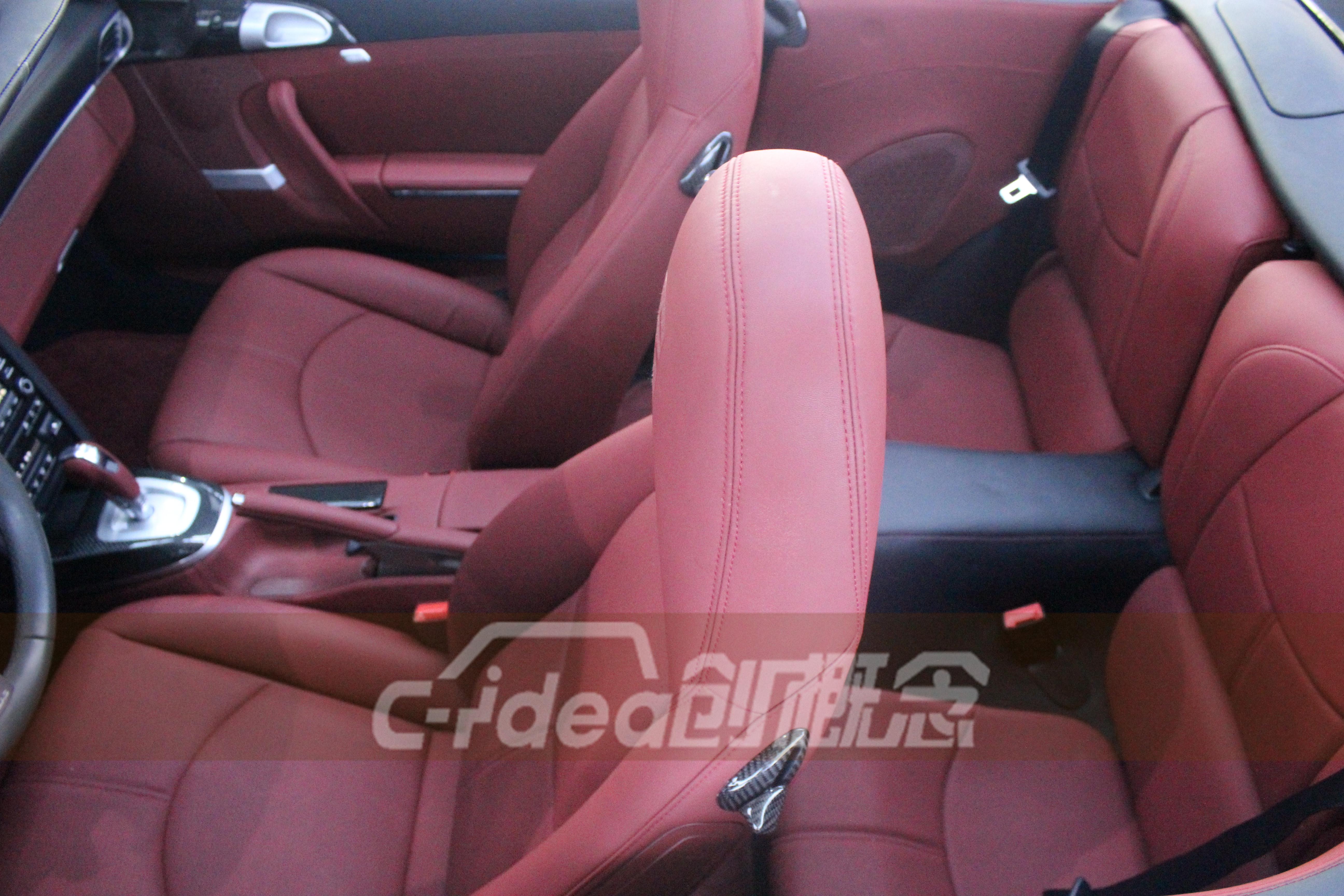 保时捷911改装,内饰改色升级装碳纤维