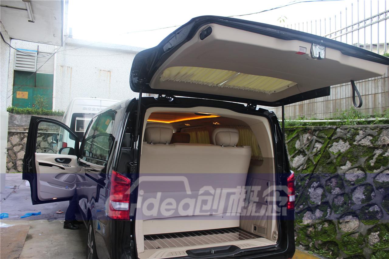 奔驰威霆改装7座商务车,内饰铺木地板