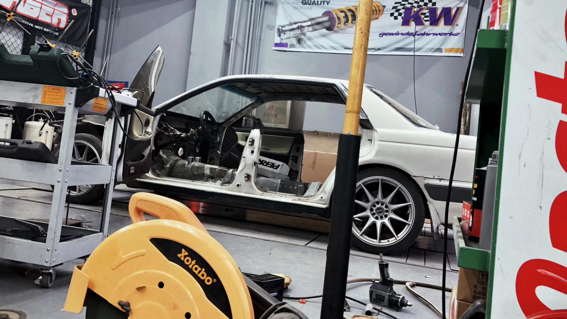呼和浩特阵地改厂车:日产桂冠C33
