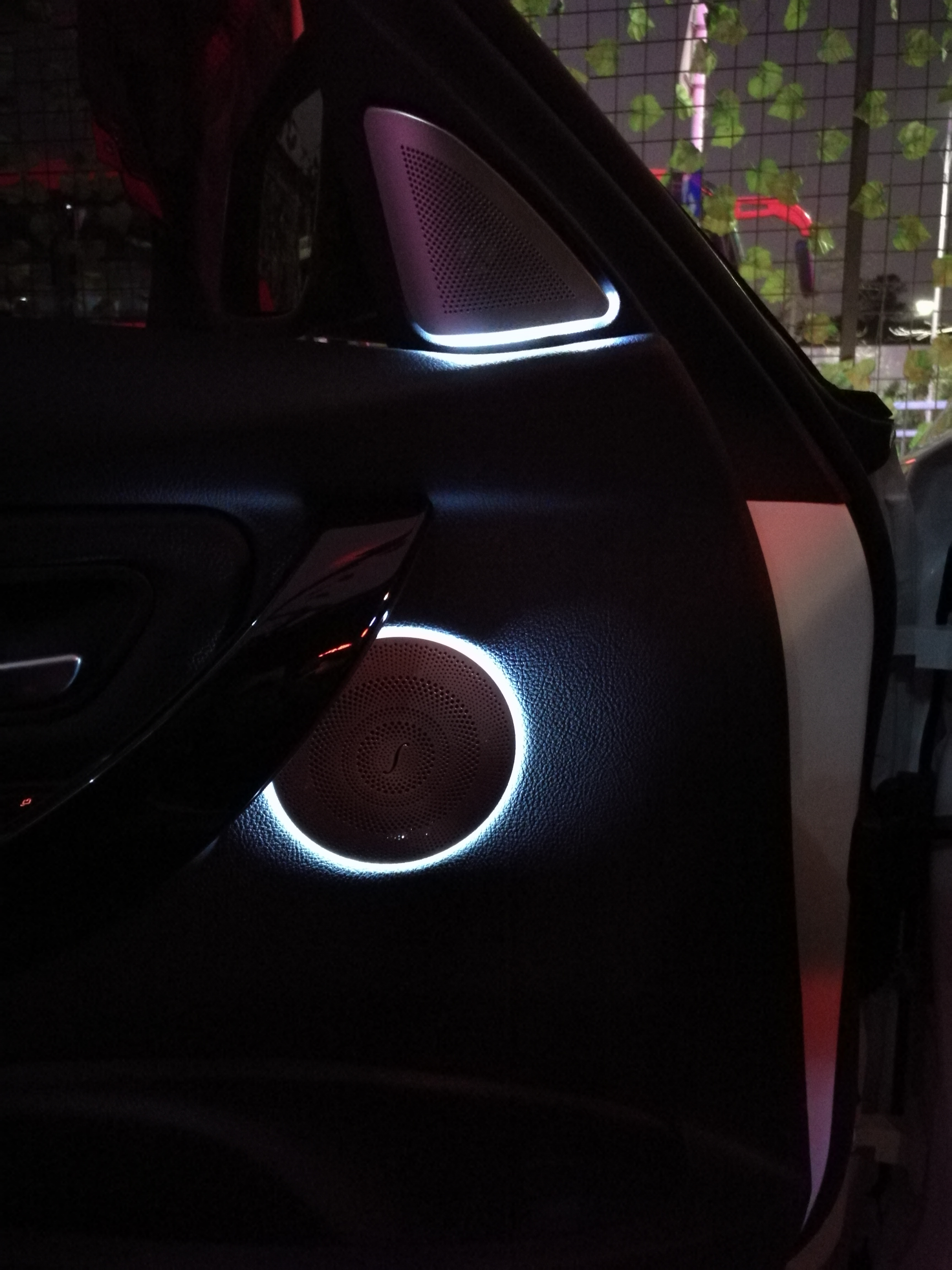 宝马3系改装哈曼音响柏林发光盖板