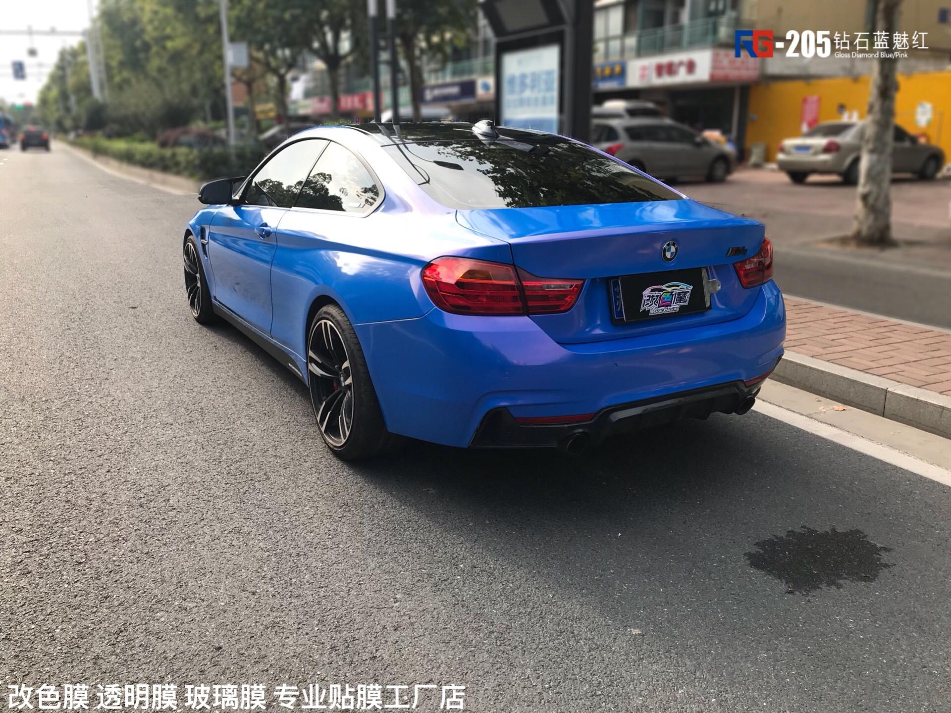 宝马M4贴膜改色蓝魅红