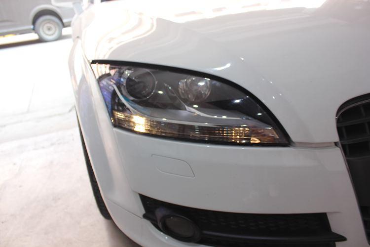 奥迪TT车灯改装升级海拉5双光透镜