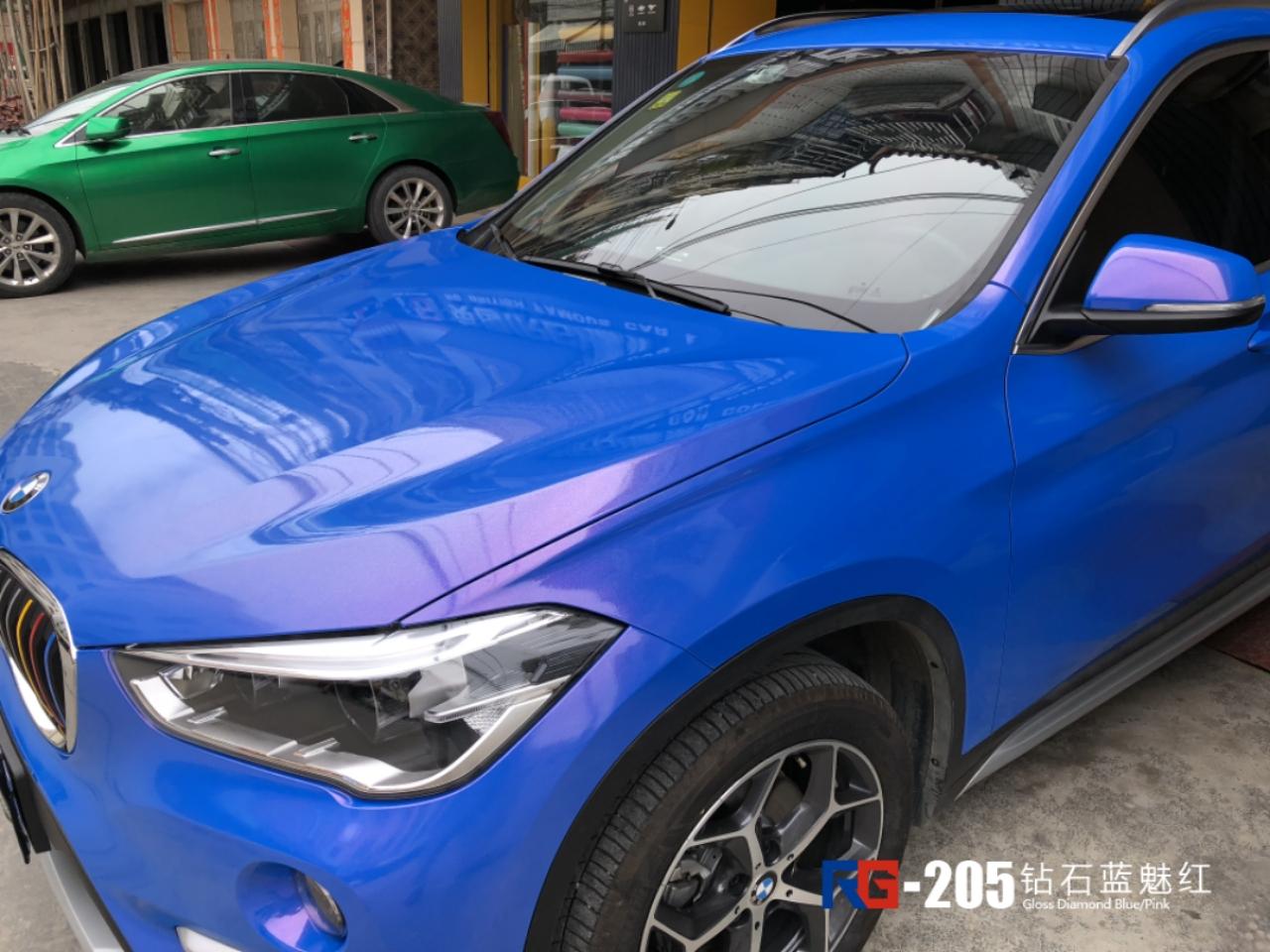 宝马X1车身改色膜蓝魅红