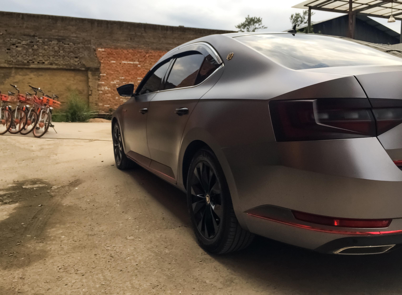 斯柯达速派车身改色电光碳灰案例
