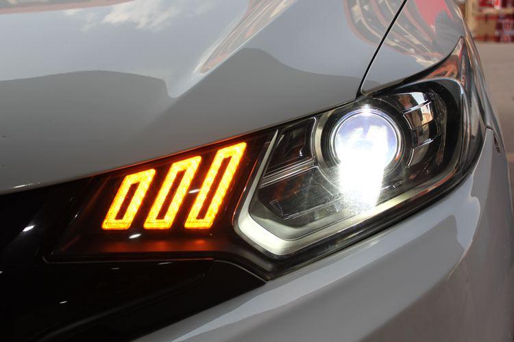 飞度车灯改装升级野马款氙气大灯