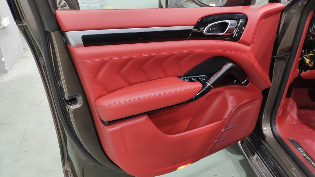保时捷全车红色真皮改装,增加星空顶棚