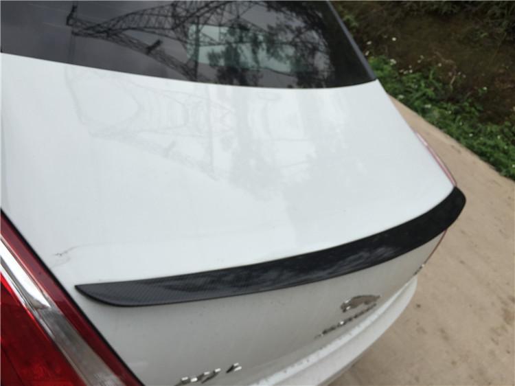 捷豹XJL加装碳纤尾翼