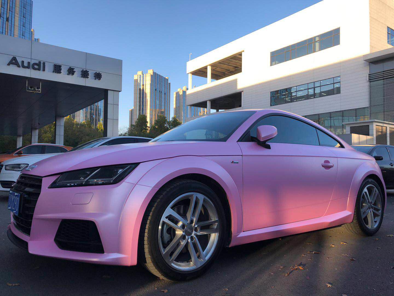 奥迪TT车身改色贴膜电光樱花粉案例