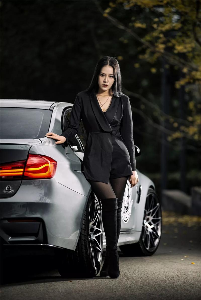 看气质美女陪伴BMW演绎绅士优雅