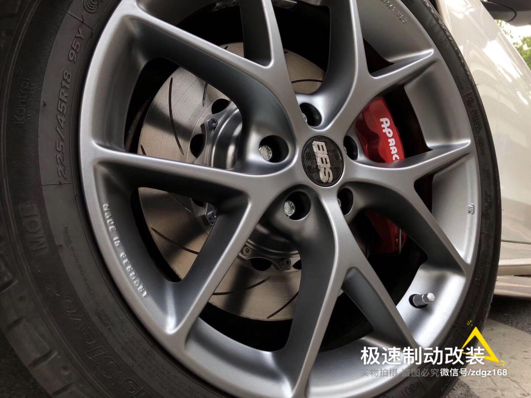 奔驰Benz C200 W205刹车升级前轮AP9040六活塞刹车套装。