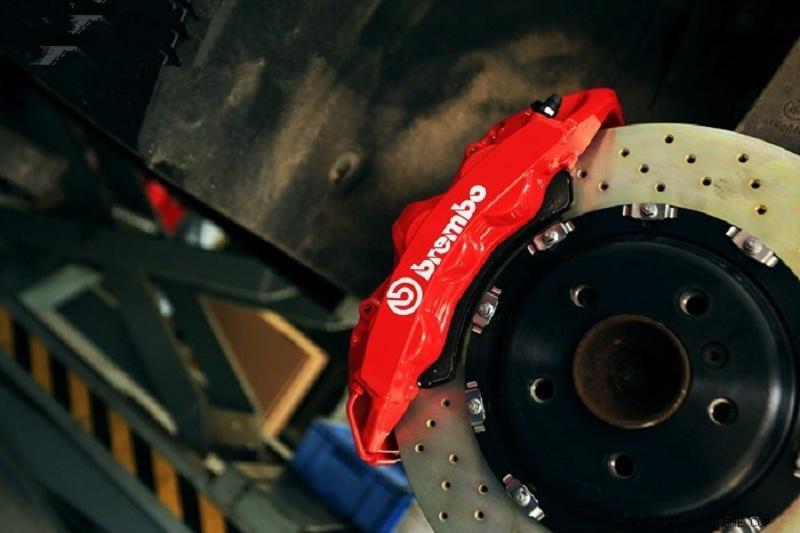 宝马520LI改装BREMBO升级改装刹车卡钳案例