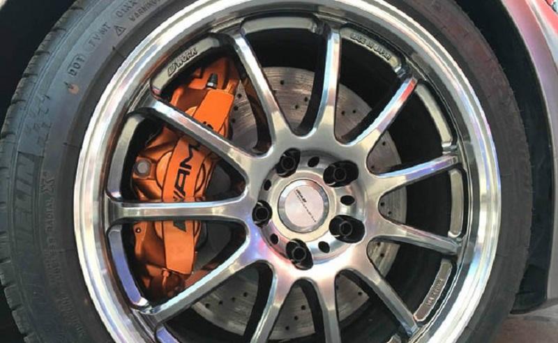 奔驰C200改装AMG改装刹车卡钳鲍鱼效果