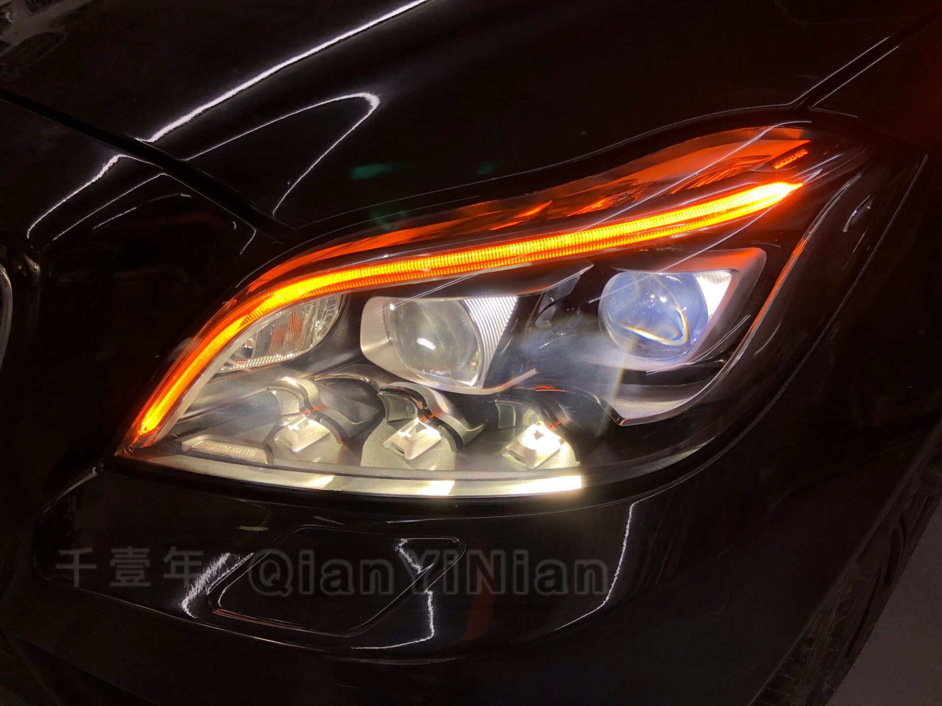 奔驰CLS500豪华改装 原厂多光束几何车灯