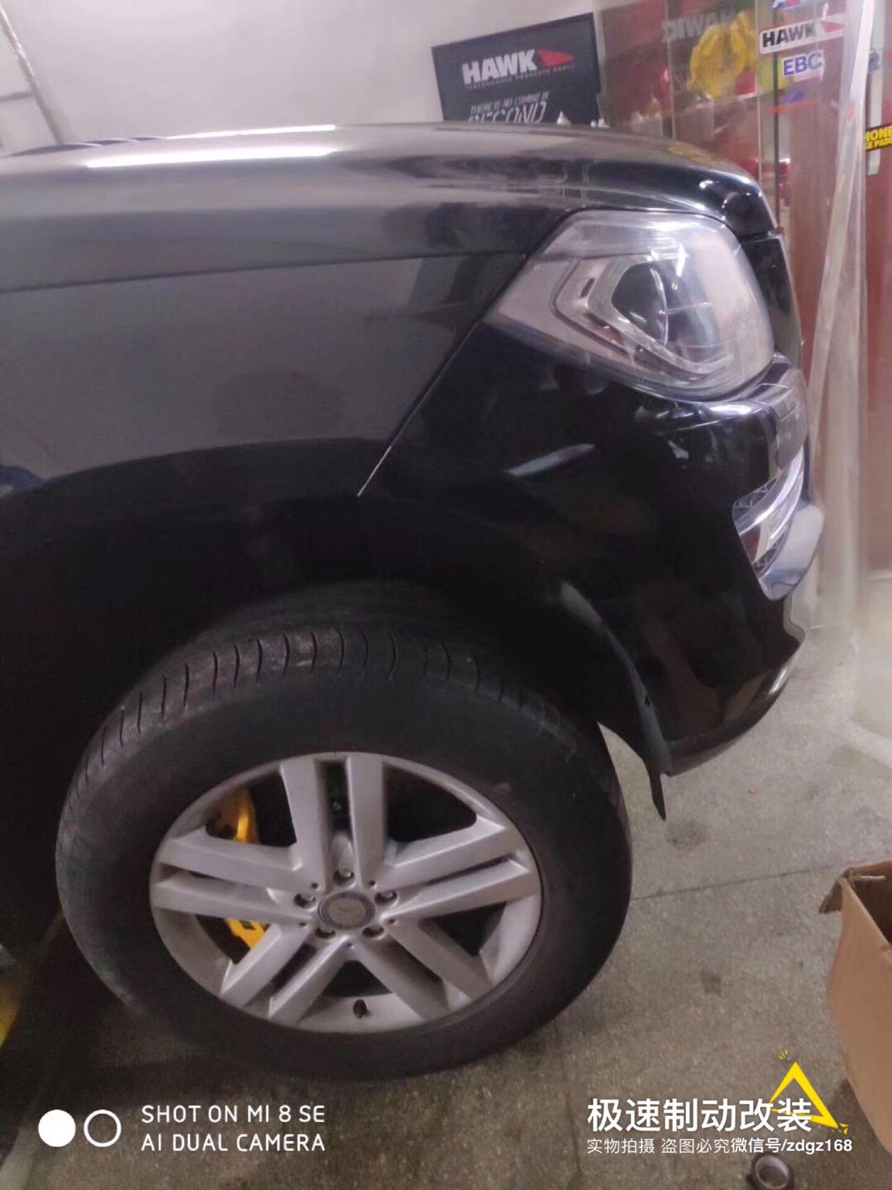 奔驰GL400刹车升级AMG前六后四+1刹车套装!后轮双卡钳安装、原位装车