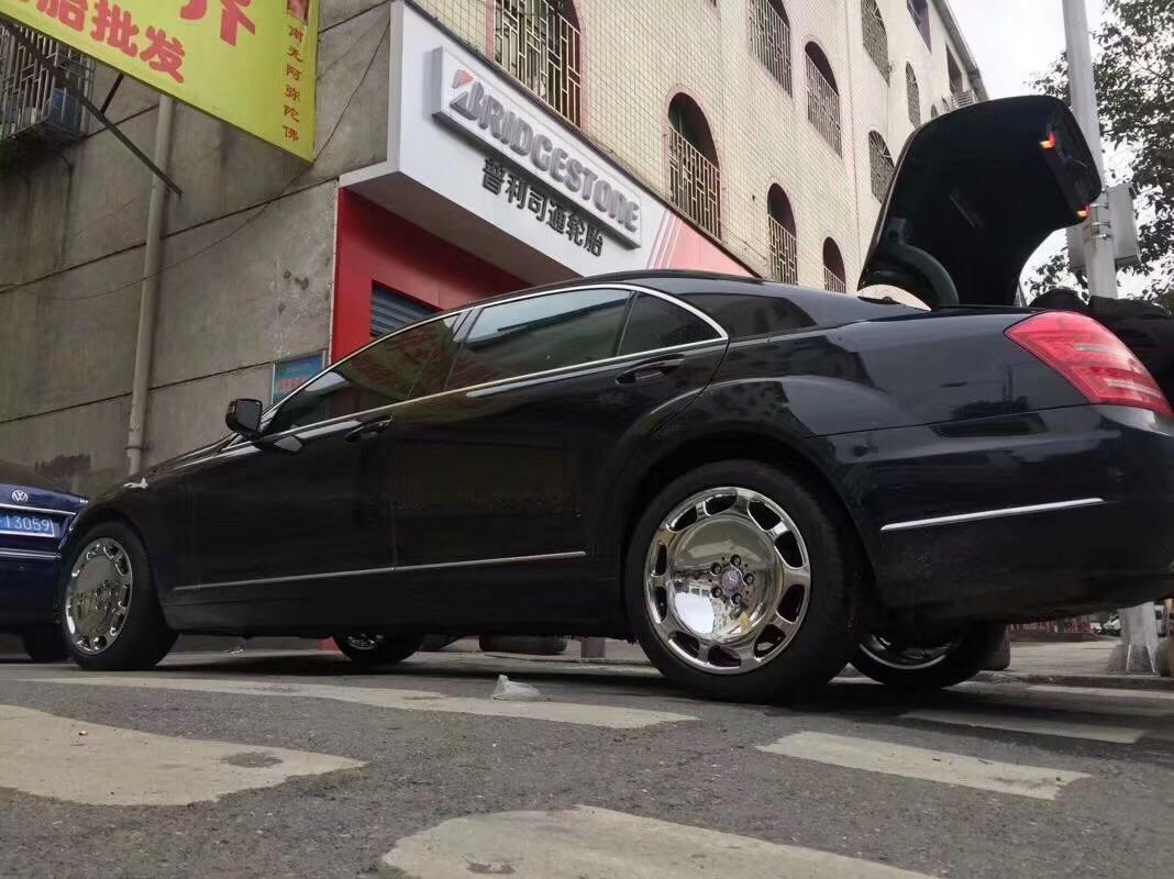 奔驰S350换装迈巴赫款锻造大脚