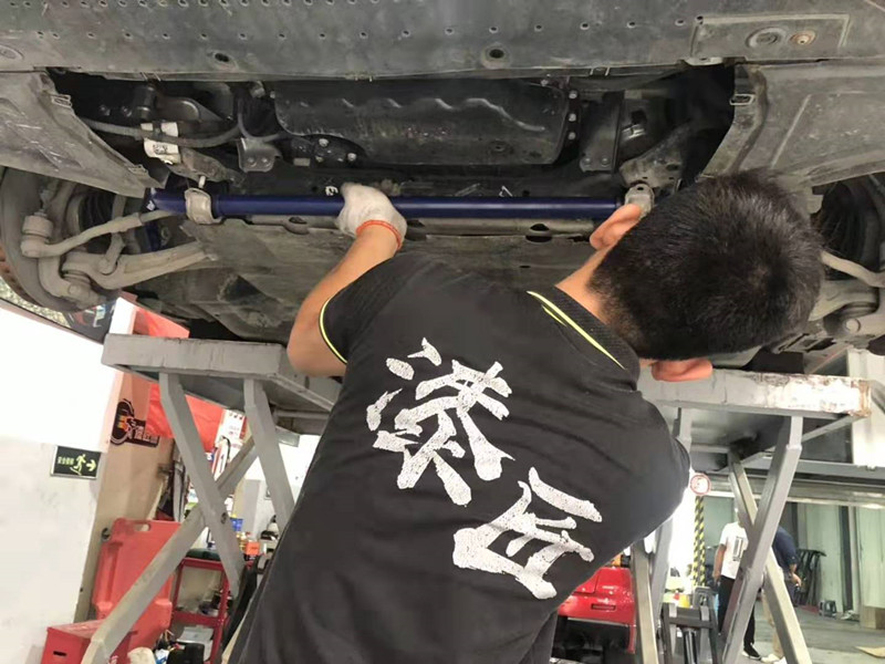 奥迪A7改装德国 HR 防倾杆改善驾驶操纵感