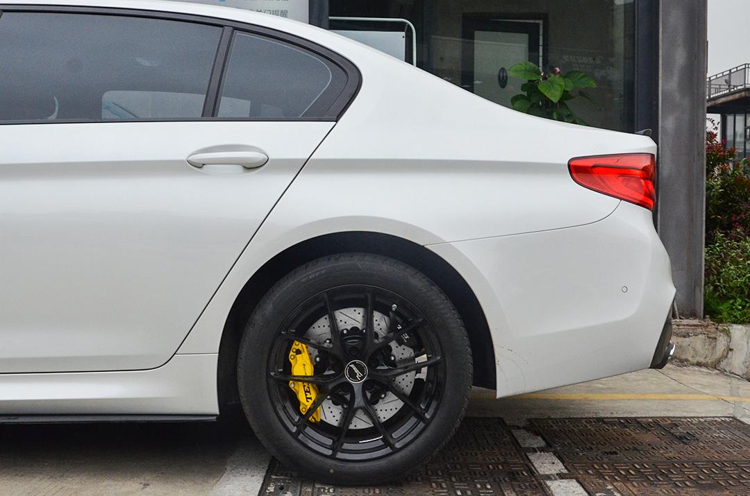 宝马5系(G38)改装TEI Racing P系列刹车套件
